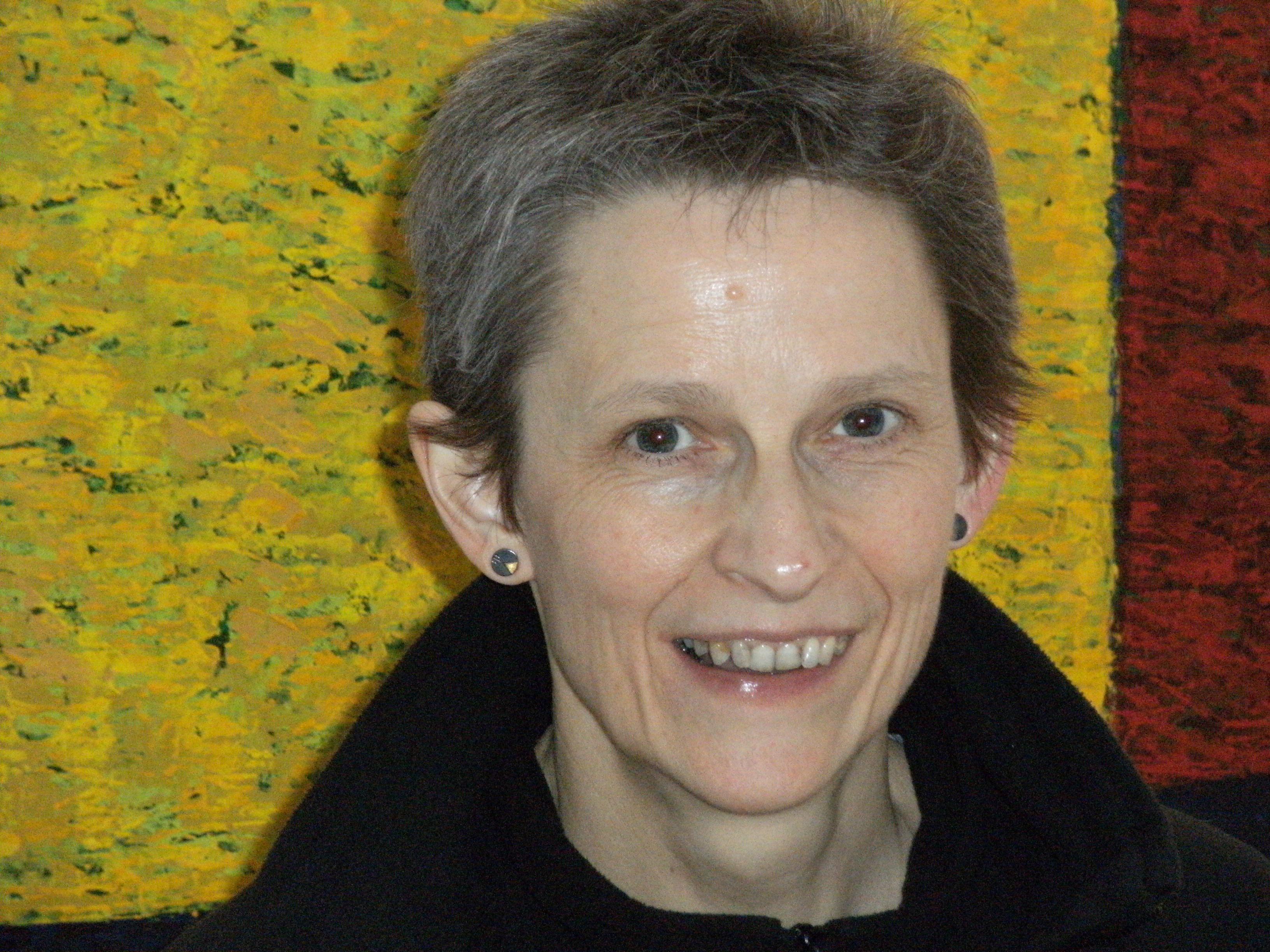 Elizabeth M Cox